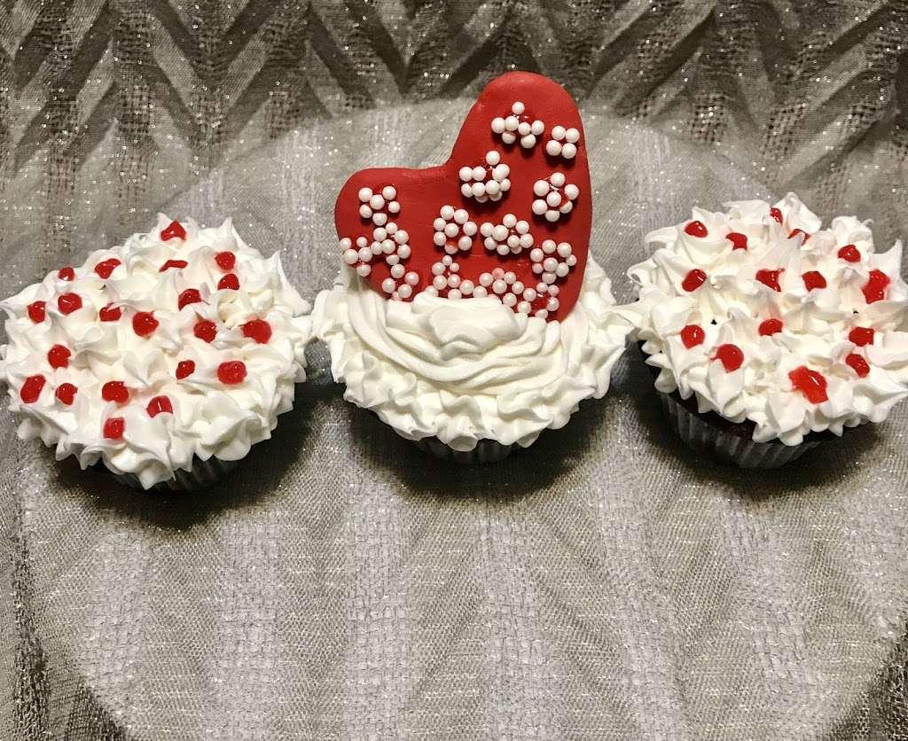 Cakewalk Cakes, LLC - bakery    Photo 10 of 10   Address: 12 Garden Dr, Litchfield, NH 03052, USA   Phone: (323) 854-3777