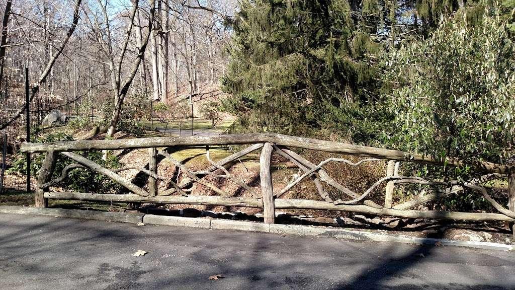 Llewellyn Park Security - park  | Photo 2 of 3 | Address: 1 Park Way, West Orange, NJ 07052, USA | Phone: (973) 736-1927