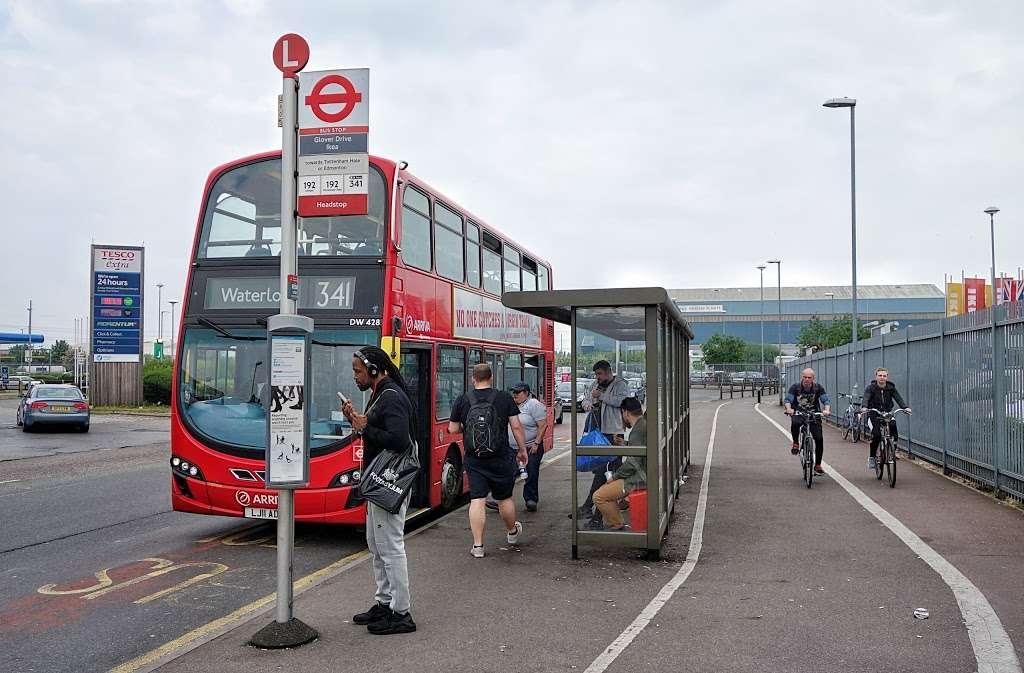 Glover Drive Ikea (Stop L) - bus station  | Photo 4 of 6 | Address: London N18 3HF, UK