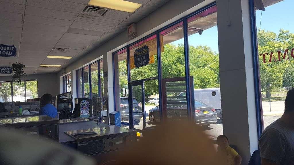 Tub&tumble Laundromat - laundry  | Photo 4 of 8 | Address: 15, 25-15 Seagirt Blvd, Far Rockaway, NY 11691, USA