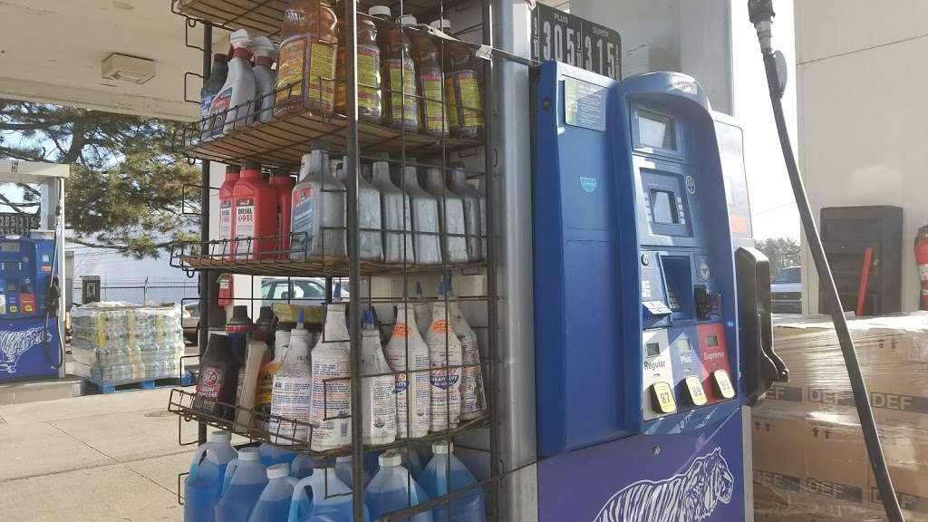 Exxon - gas station  | Photo 7 of 10 | Address: 1104 US-1, Linden, NJ 07036, USA | Phone: (908) 862-2330