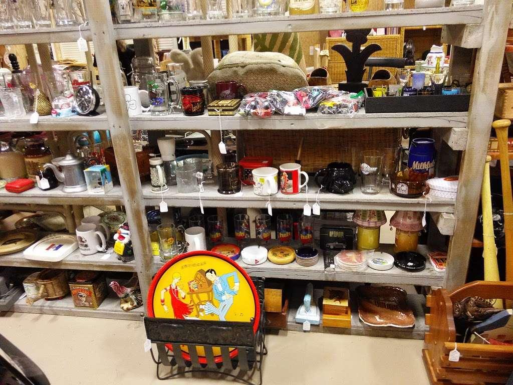 Wildwood Antique Mall of Lakeland - jewelry store  | Photo 3 of 9 | Address: 3530 US Hwy 98 N, Lakeland, FL 33809, USA | Phone: (863) 603-3917