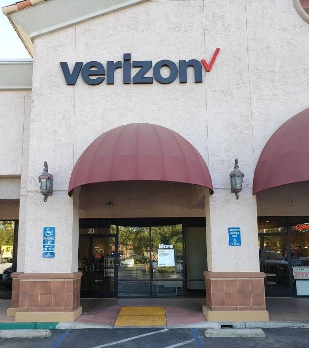 Verizon - store  | Photo 3 of 6 | Address: 7723 N Blackstone Ave Suite 101, Fresno, CA 93720, USA | Phone: (559) 451-0556