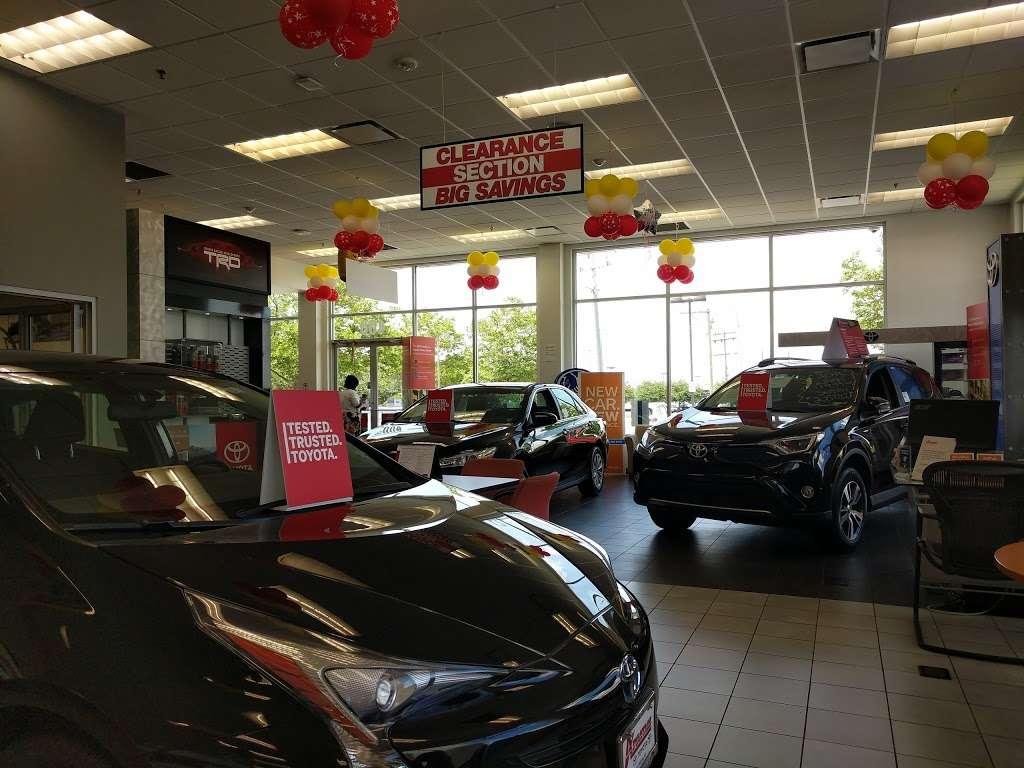 Advantage Toyota - car dealer  | Photo 9 of 10 | Address: 400 W Sunrise Hwy, Valley Stream, NY 11581, USA | Phone: (516) 887-8600