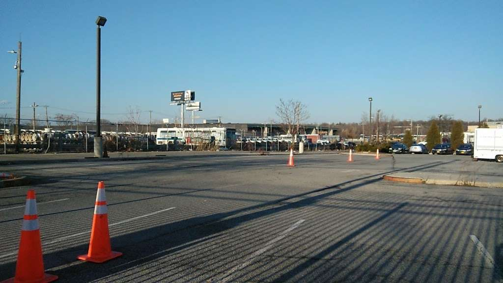 MTA Eastchester Bus Depot - bus station  | Photo 5 of 10 | Address: 3320 Tillotson Ave, Bronx, NY 10475, USA | Phone: (718) 696-3600