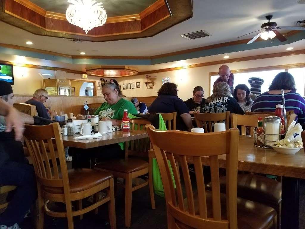 Pontiac Family Kitchen - restaurant  | Photo 5 of 10 | Address: 904 W Custer Ave, Pontiac, IL 61764, USA | Phone: (815) 844-3155