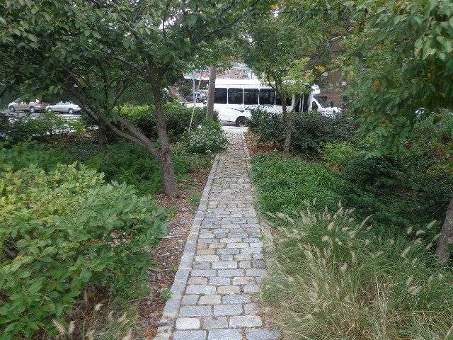 Ralph H. Hoist Triangle - park  | Photo 1 of 2 | Address: Hicks St &, E 215th St, Bronx, NY 10469, USA | Phone: (212) 639-9675