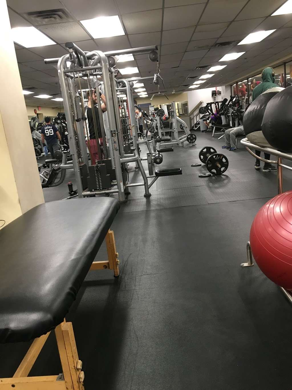 24 Hour Fitness - gym  | Photo 1 of 10 | Address: 589 Tuckahoe Rd, Yonkers, NY 10710, USA | Phone: (914) 793-3100