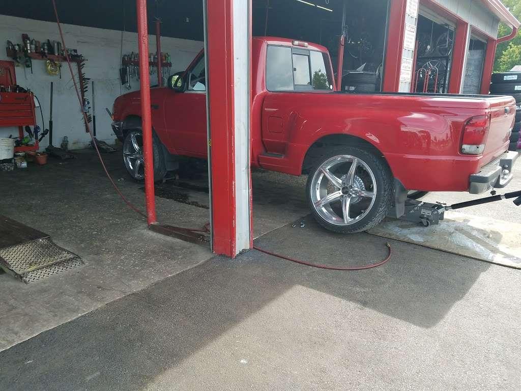 610 Wheels & Tires - car repair  | Photo 9 of 10 | Address: 13101 S Post Oak Rd, Houston, TX 77045, USA | Phone: (713) 726-8473