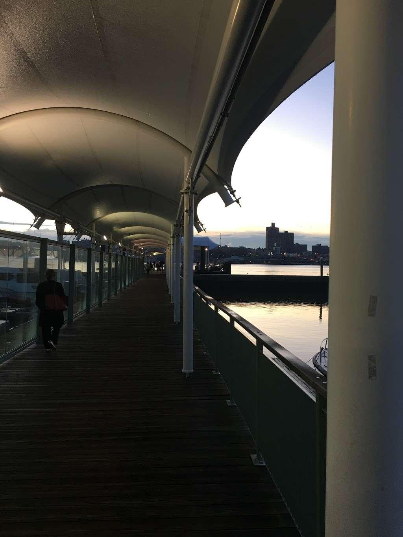 Edgewater Ferry Landing - transit station  | Photo 10 of 10 | Address: 989 River Rd, Edgewater, NJ 07020, USA | Phone: (800) 533-3779