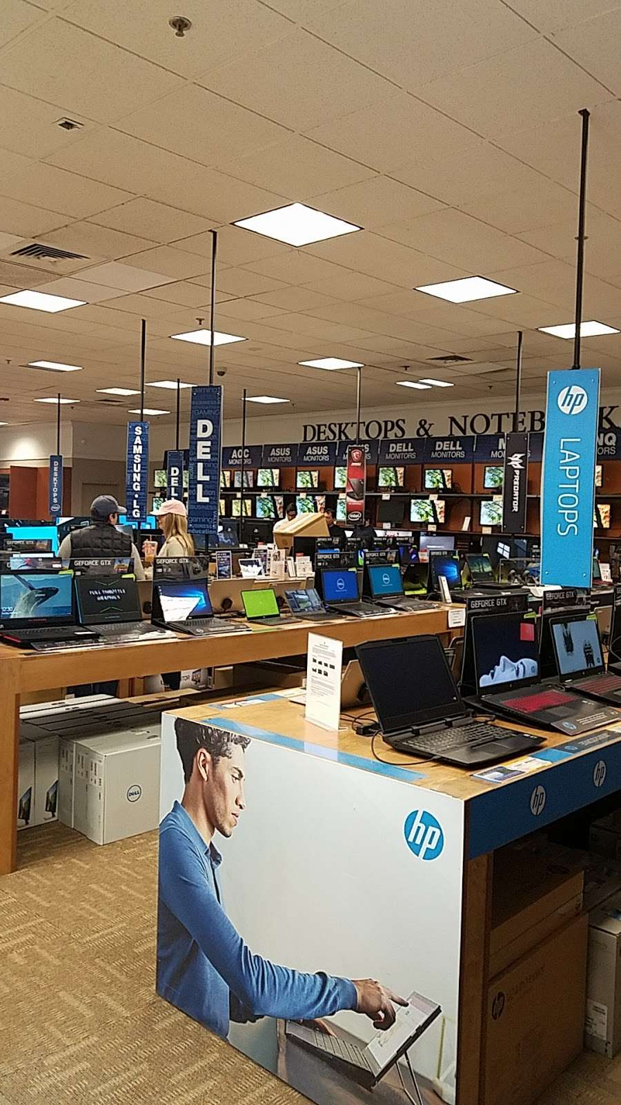 Micro Center - electronics store  | Photo 7 of 10 | Address: 750-A Central Park Ave, Yonkers, NY 10704, USA | Phone: (914) 595-3020