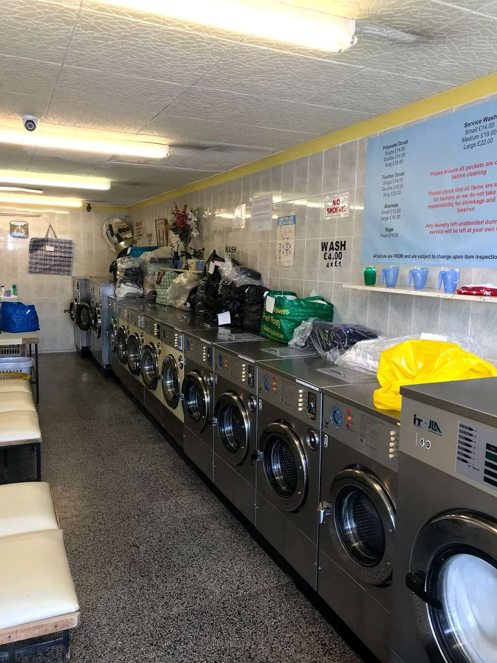 Bubble Brothers Laundrette & Dry Cleaners - laundry  | Photo 4 of 10 | Address: 15 High St, Chipping Ongar, Ongar CM5 9DS, UK | Phone: 01277 364090