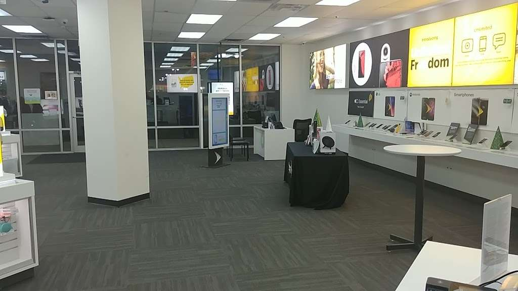 Sprint Store - electronics store  | Photo 2 of 10 | Address: 517 River Rd, Edgewater, NJ 07020, USA | Phone: (201) 654-0920