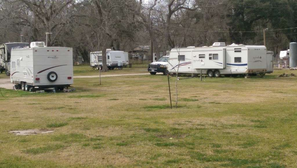 Bronco Bend RV Park - rv park  | Photo 2 of 10 | Address: 2434 TX-36, West Columbia, TX 77486, USA | Phone: (281) 451-4429