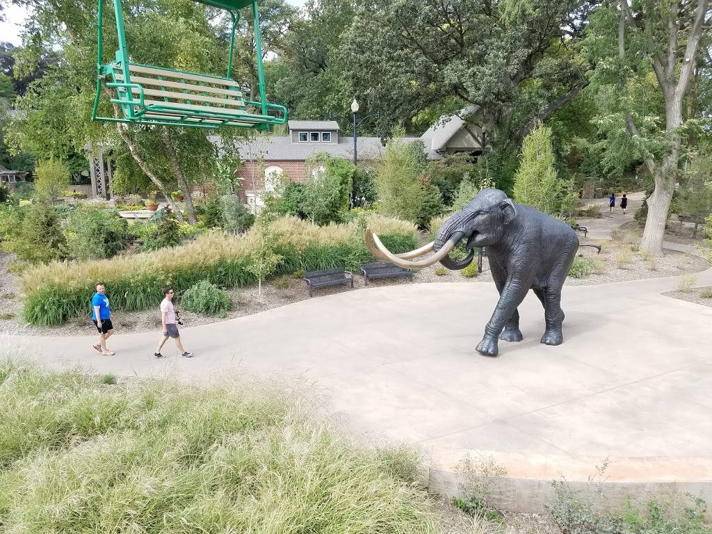 Elephant Amphitheater - zoo    Photo 4 of 10   Address: 3901-, 3999 S River Dr, Omaha, NE 68108, USA   Phone: (402) 733-8400