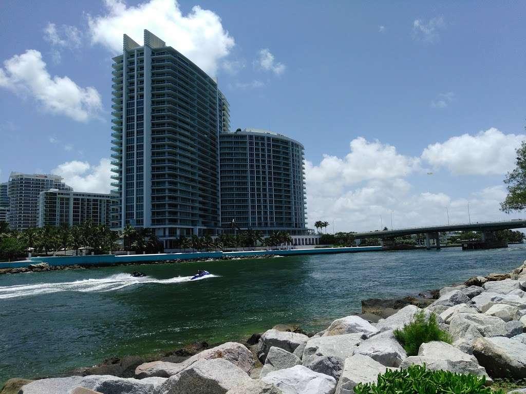 Haulover Park Bayside Picnic Area - park  | Photo 6 of 10 | Address: 13401 Collins Ave, Miami Beach, FL 33154, USA