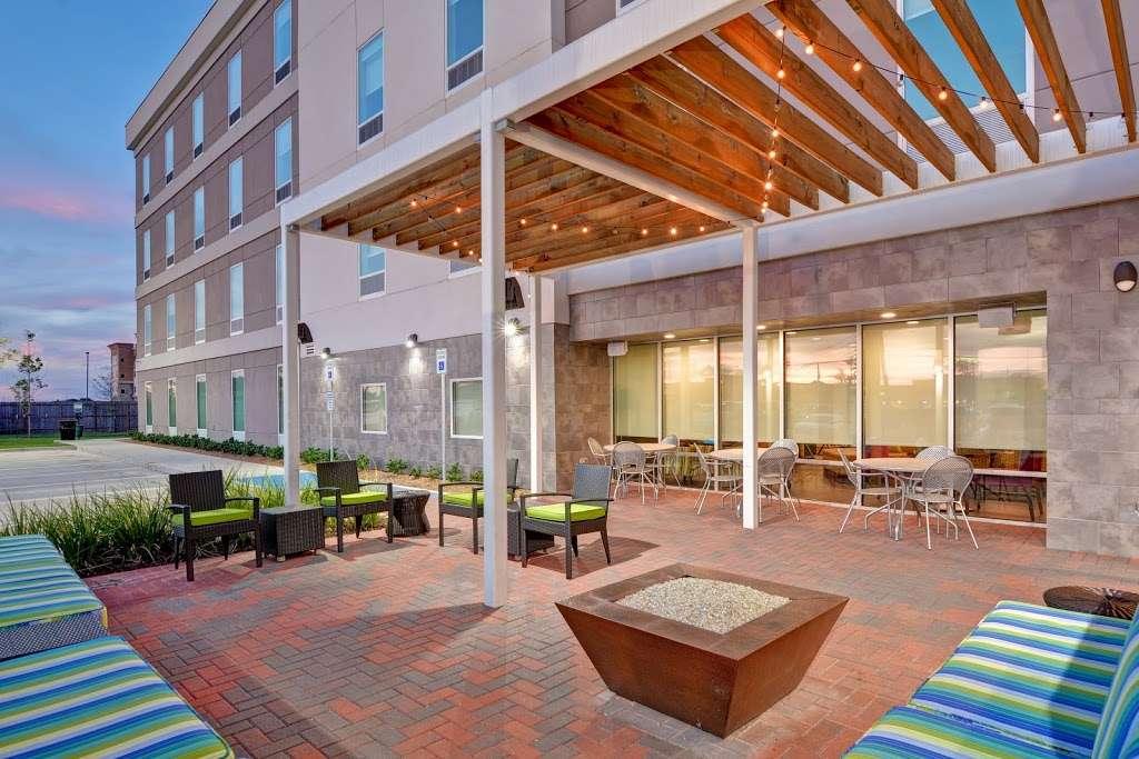 Home2 Suites by Hilton Baytown - lodging  | Photo 8 of 10 | Address: 7512 Garth Rd, Baytown, TX 77521, USA | Phone: (832) 926-7350