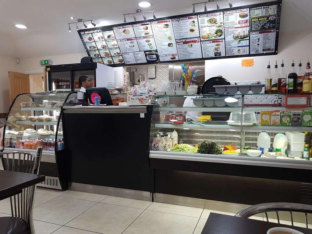 River Palace Cafe - cafe  | Photo 5 of 10 | Address: Dobbs Weir Rd, Hoddesdon EN11 0AZ, UK | Phone: 01992 214146