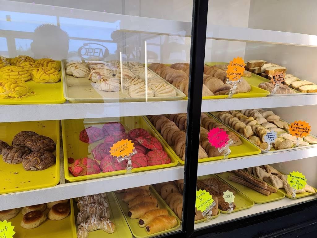 Los Pasteles Bakery - bakery  | Photo 1 of 9 | Address: 102 Altamar Dr, Laredo, TX 78043, USA | Phone: (956) 568-0388
