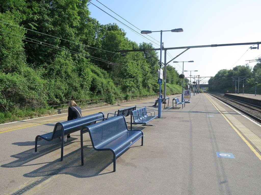 Gidea Park - train station  | Photo 9 of 10 | Address: Station Rd, Romford RM2 6BX, UK | Phone: 0343 222 1234