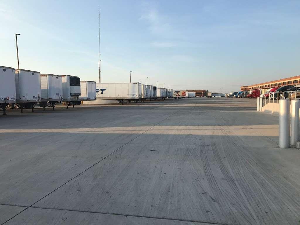 ALDI Distribution Center - storage  | Photo 7 of 10 | Address: 10505 KS-7, Olathe, KS 66061, USA | Phone: (913) 768-1119