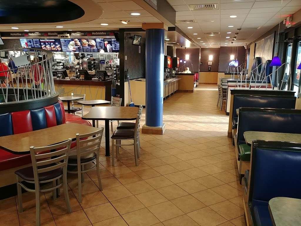 McDonalds - cafe    Photo 10 of 10   Address: 5555 Grand Ave, Gurnee, IL 60031, USA   Phone: (847) 336-8865