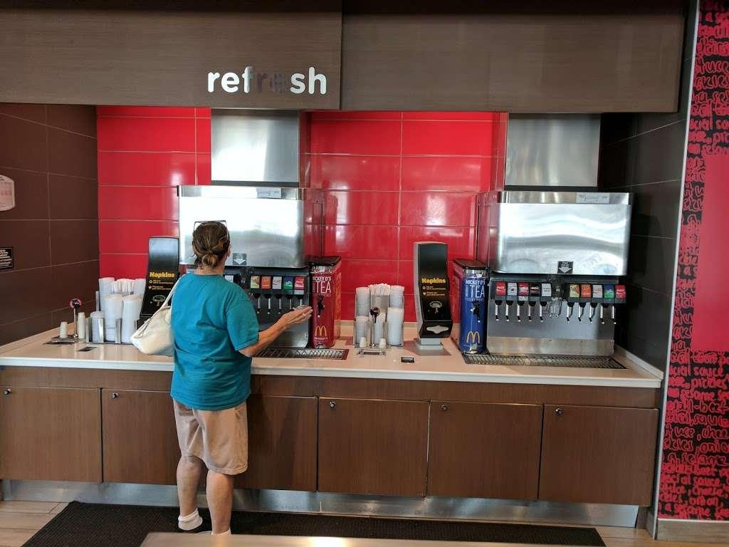 McDonalds - cafe  | Photo 3 of 10 | Address: 7031 Ogden Ave, Berwyn, IL 60402, USA | Phone: (708) 484-8047
