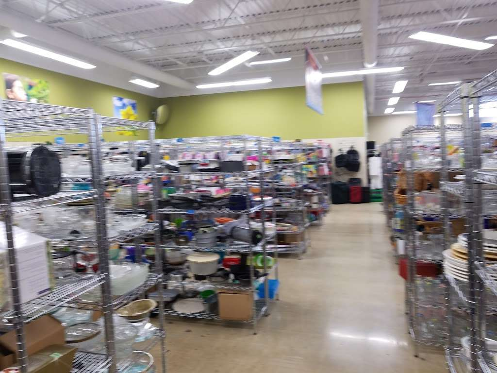 Goodwill Store & Donation Center in Evanston - store  | Photo 8 of 10 | Address: 1916B Dempster Street, Evanston, IL 60202, USA | Phone: (847) 905-1202