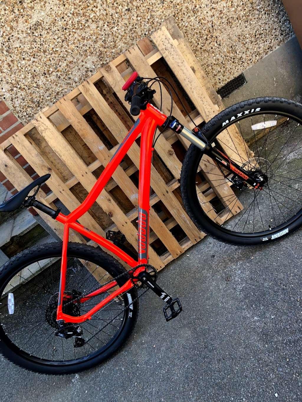 Halfords Epsom - bicycle store    Photo 10 of 10   Address: 1 Kiln Ln, Epsom KT17 1EQ, UK   Phone: 01372 847540