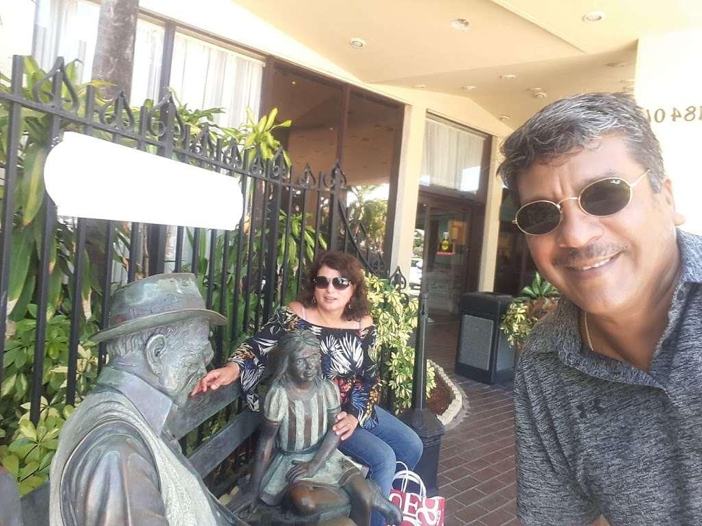 Thunderbird Cafe - cafe  | Photo 6 of 7 | Address: 18401 Collins Ave, North Miami Beach, FL 33160, USA | Phone: (305) 792-6164