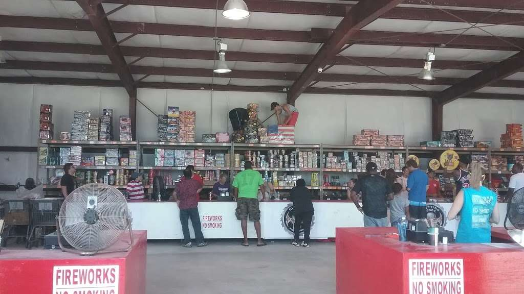 Fireworks Superstore - store  | Photo 5 of 8 | Address: 13901 Hwy 6, Arcola, TX 77583, USA | Phone: (281) 431-8716