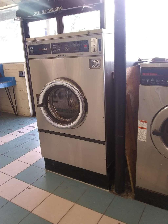 Lake Eustis Laundry Veteran Owned - laundry  | Photo 4 of 10 | Address: 2 East Hazzard Ave, Eustis, FL 32726, USA | Phone: (407) 212-7345