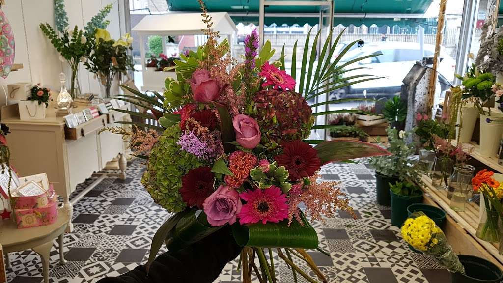 Coggers in Bloom - florist  | Photo 5 of 10 | Address: 849 Forest Rd, Walthamstow, London E17 4AT, UK | Phone: 020 8527 1051