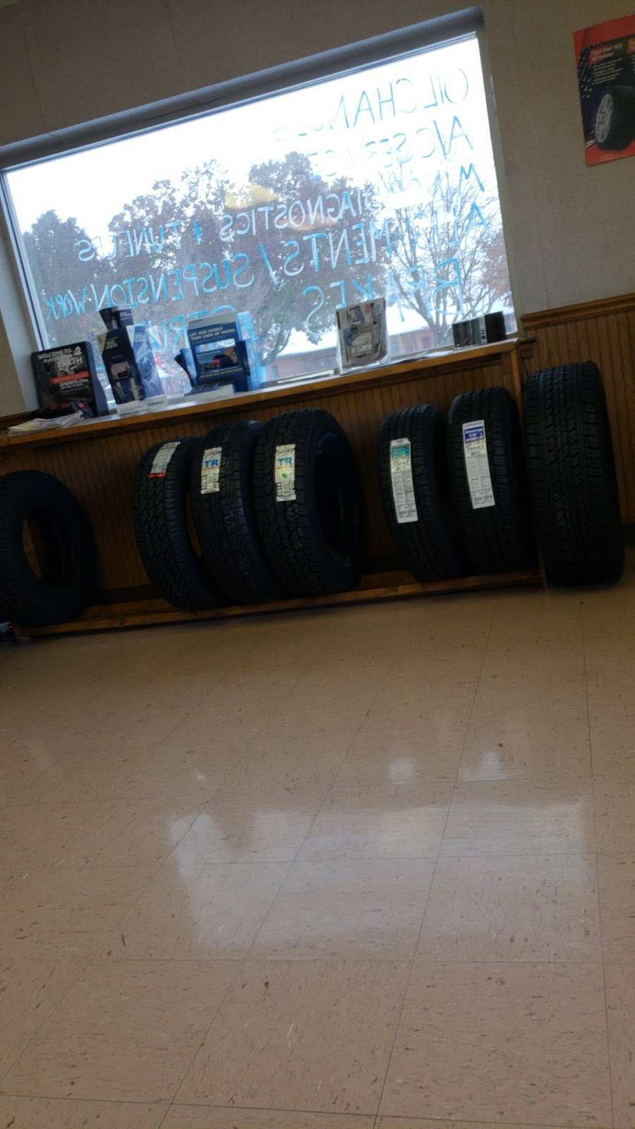 D&G New and Used Tires - car repair    Photo 6 of 10   Address: 850 Pennsylvania Ave, Hagerstown, MD 21742, USA   Phone: (301) 733-1450
