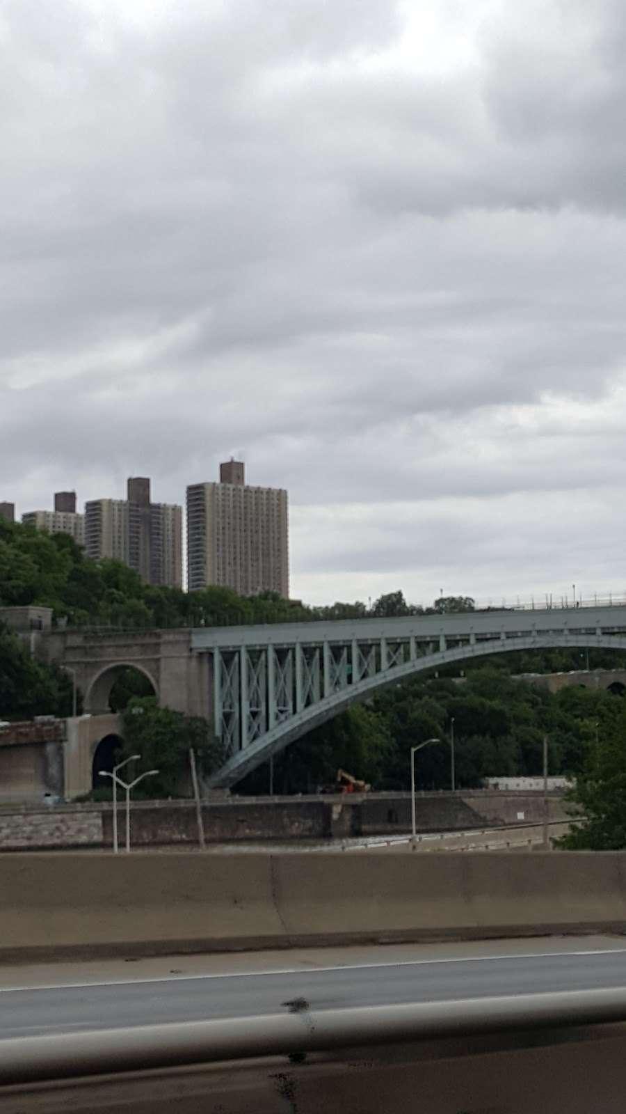 Metro North Railroad - Highbridge Yard - train station  | Photo 10 of 10 | Address: Depot Pl, Bronx, NY 10452, USA | Phone: (212) 532-4900