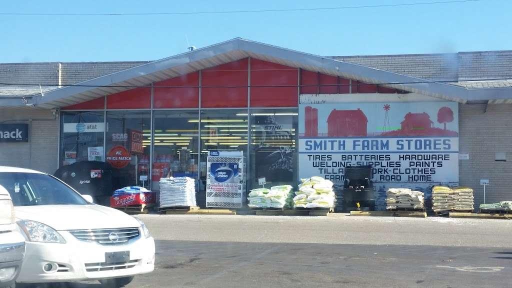 Smith Farm Stores Inc. - hardware store  | Photo 4 of 10 | Address: 1002 S Heaton St, Knox, IN 46534, USA | Phone: (574) 772-5220