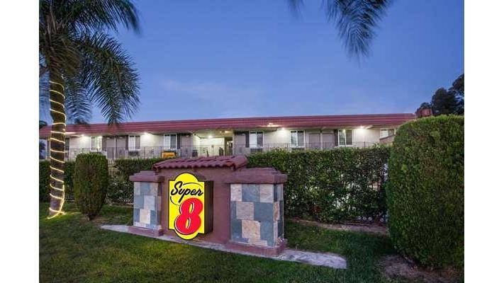 Super 8 by Wyndham Redlands/San Bernardino - lodging  | Photo 4 of 9 | Address: 1160 Arizona St, Redlands, CA 92374, USA | Phone: (909) 335-1612