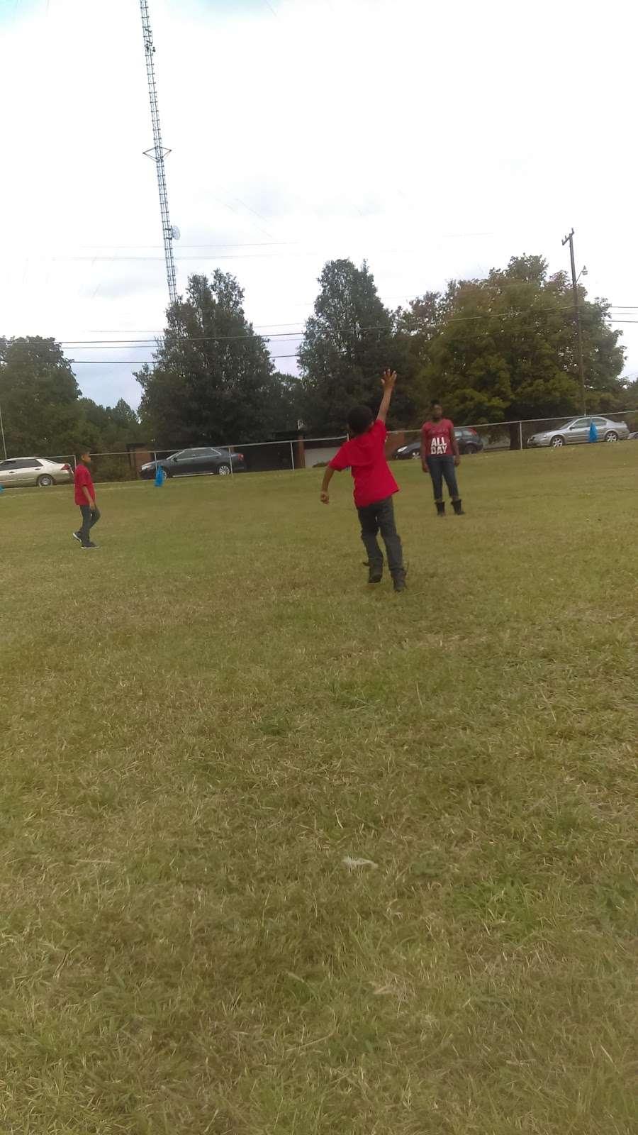Jefferson Field - park  | Photo 4 of 10 | Address: 17 Spruce St, York, SC 29745, USA | Phone: (803) 684-3742