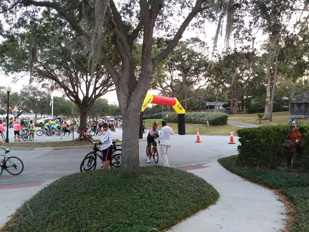 Waterfront Park - park  | Photo 2 of 10 | Address: 330 3rd St, Clermont, FL 34711, USA | Phone: (352) 394-3500