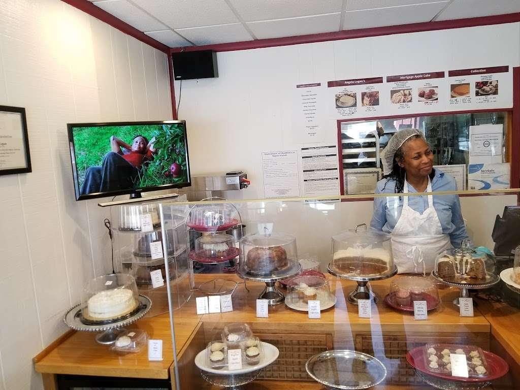 Mortgage Apple Cakes Bakery & Café - bakery    Photo 7 of 10   Address: 740 Chestnut Ave, Teaneck, NJ 07666, USA   Phone: (201) 371-3121