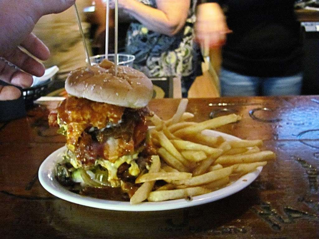 Reyes Creek Bar and Grill - restaurant  | Photo 4 of 10 | Address: 26905 Camp Scheideck Rd, Maricopa, CA 93252, USA | Phone: (805) 232-8007