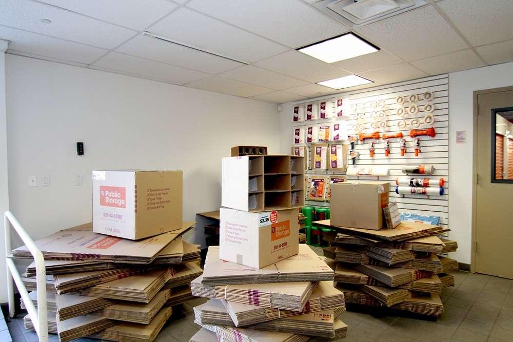 Public Storage - storage  | Photo 2 of 7 | Address: 875 Brush Ave, Bronx, NY 10465, USA | Phone: (347) 352-9538