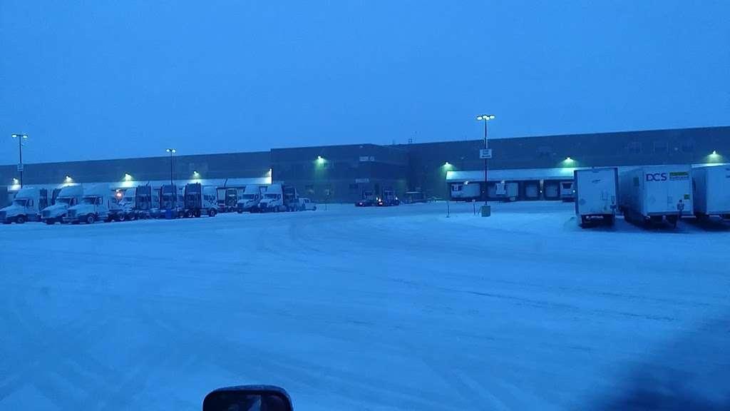 Roundys Supermarkets Distribution Warehouse - storage  | Photo 4 of 10 | Address: 1120 Distribution Ct, Oconomowoc, WI 53066, USA | Phone: (262) 560-3300