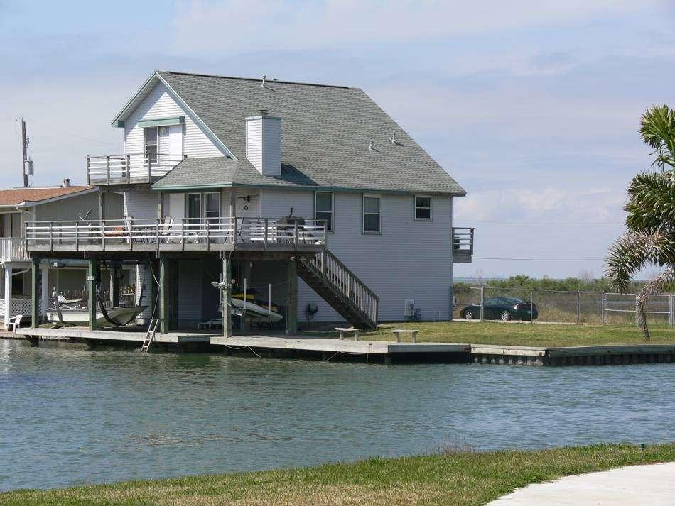Bay Breeze Waterfront Vacation House - real estate agency    Photo 1 of 10   Address: 16703 Managua Way, Galveston, TX 77554, USA   Phone: (832) 818-4234
