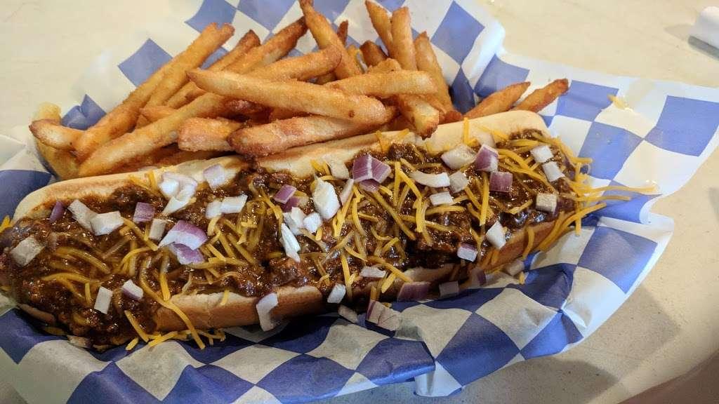 Tiki Beach Bar & Grill - restaurant  | Photo 9 of 10 | Address: 1369 State Hwy 87, Crystal Beach, TX 77650, USA | Phone: (409) 684-9594