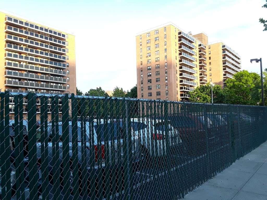Pugsley Av/Seward Av - bus station    Photo 7 of 9   Address: Bronx, NY 10473, USA