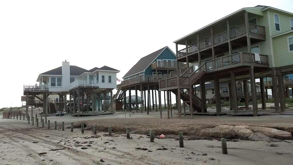 Hunts Treasure Beach House - real estate agency  | Photo 4 of 10 | Address: 12923 Jolly Roger Dr, Freeport, TX 77541, USA | Phone: (888) 573-4868