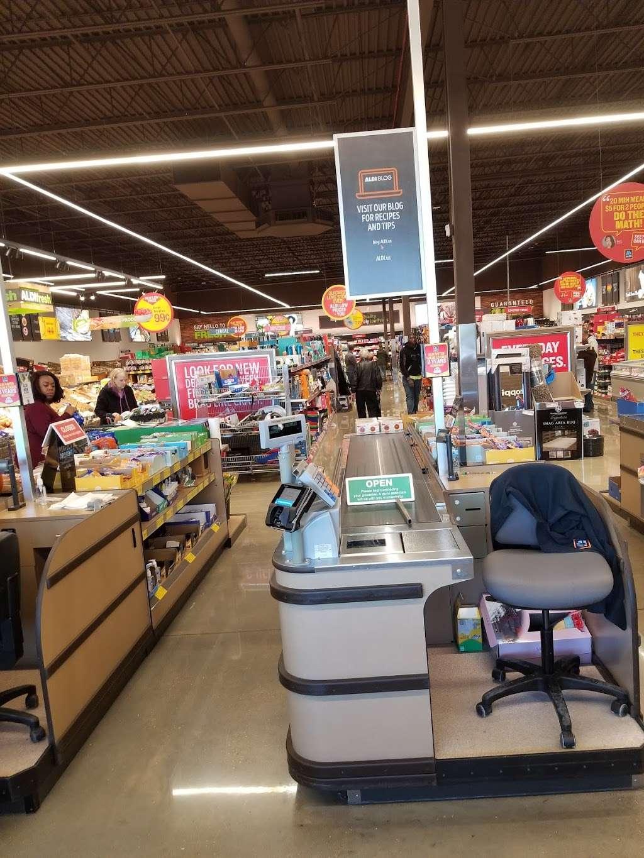 ALDI - supermarket  | Photo 2 of 10 | Address: 1038 N Rohlwing Rd, Addison, IL 60101, USA | Phone: (855) 955-2534