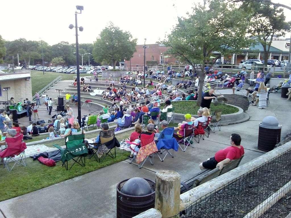 Memorial Park - park  | Photo 3 of 10 | Address: La Grange Park, IL 60526, USA