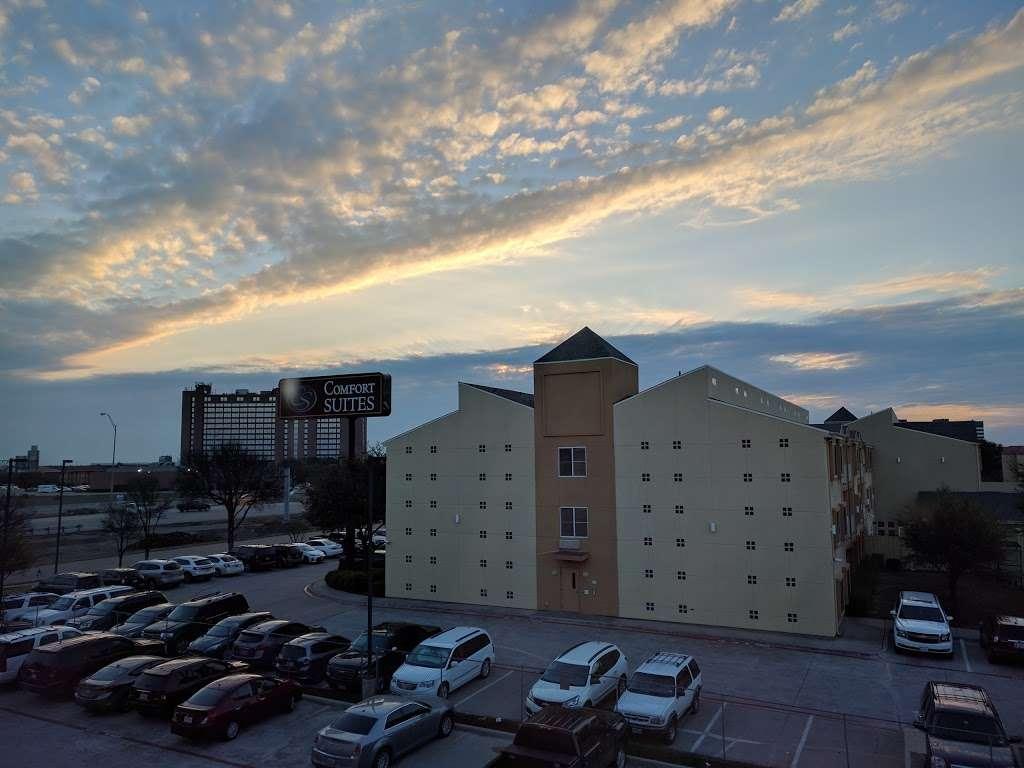 Super 8 by Wyndham Irving/DFW Apt/North - lodging  | Photo 5 of 10 | Address: 4770 W John Carpenter Fwy, Irving, TX 75063, USA | Phone: (214) 441-9000